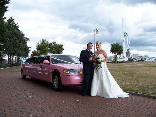 weddingpinklimo.jpg